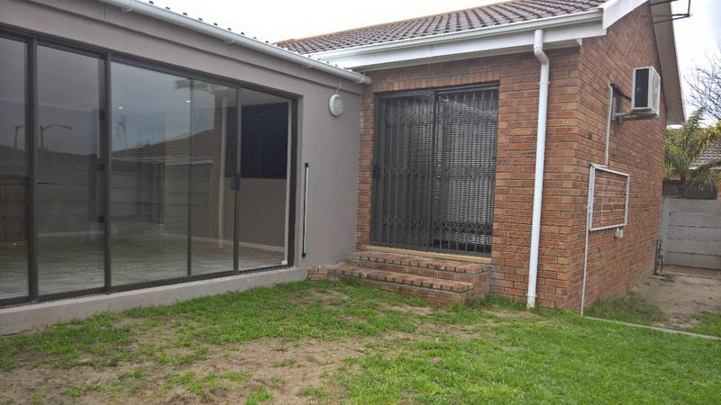 Property For Rent in Protea Heights, Cape Town 3