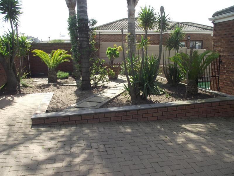 Property For Rent in Langeberg Ridge, Cape Town 17