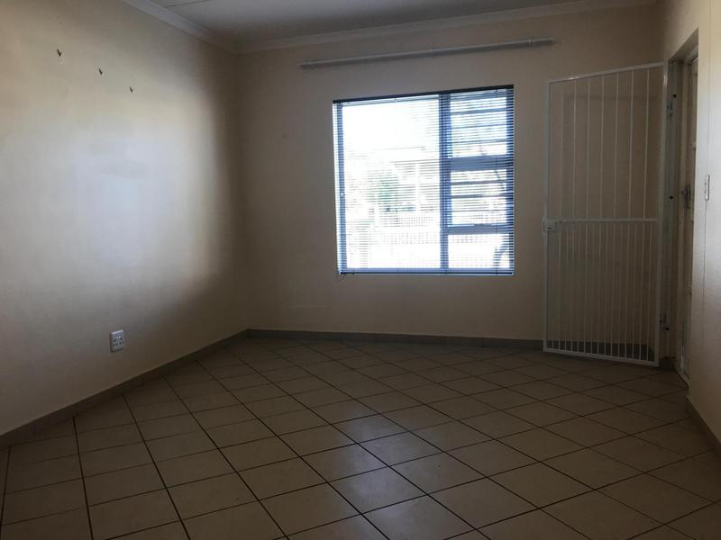 Apartment / Flat For Rent in Buhrein, Kraaifontein